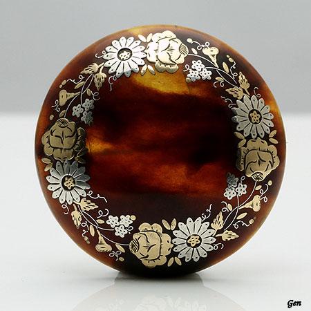 イギリス・アンティークのピケの円形ブローチ